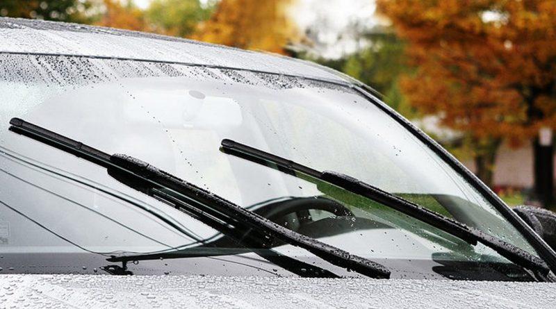 Bao lâu thì nên thay cần gạt mưa ô tô?